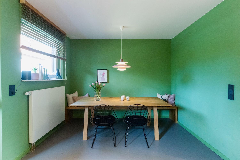 Ein Essen im Grünen – so oder so ähnlich kann man den neuen Look des Essbereichs zusammenfassen. Geradliniges Design mit Fokus auf das Wesentliche – die Designermöbel.