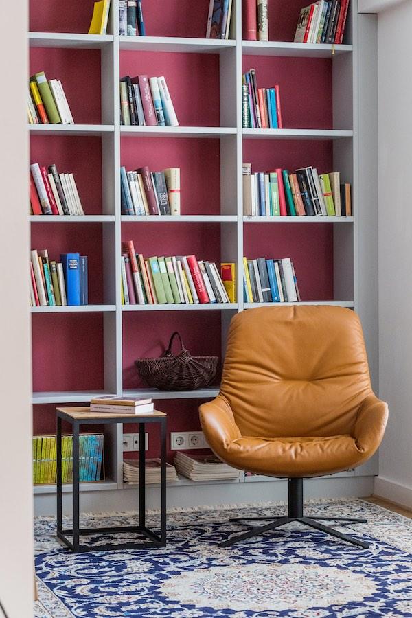 Der Leya Sessel von Freifrau punktet im Bereich Design und Gemütlichkeit.