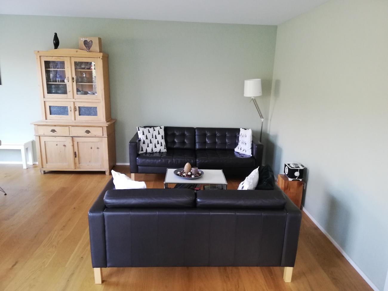 Dank der Einrichtungsberatung von Malchow Interior Design harmonisieren alte Möbel perfekt im Neubau